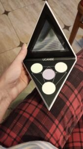 Holographic Triangle Highlighting Palette photo review