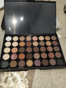 POPFEEL Cosmetics 40 Color Eyeshadow Palette photo review